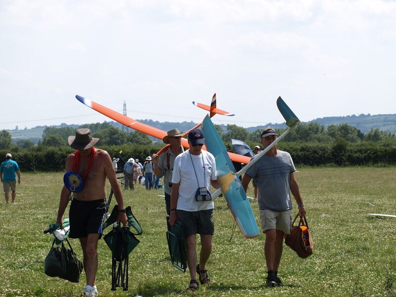 F3J Pilots leave the field after flight
